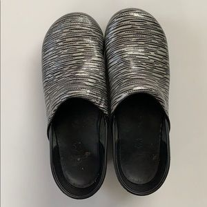 Dansko Shoes - Dansko • Metallic Textured Clogs